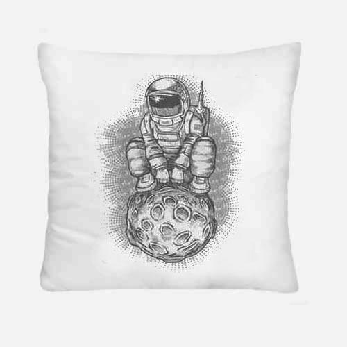 Alone in the moon cuscino